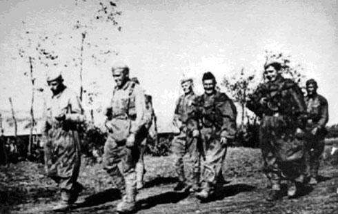 Разведчики морской бригады полковника Кудинова возвращаются с боевого задания