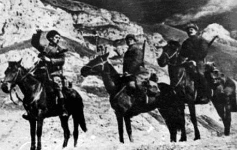 Советская конная разведка в горах